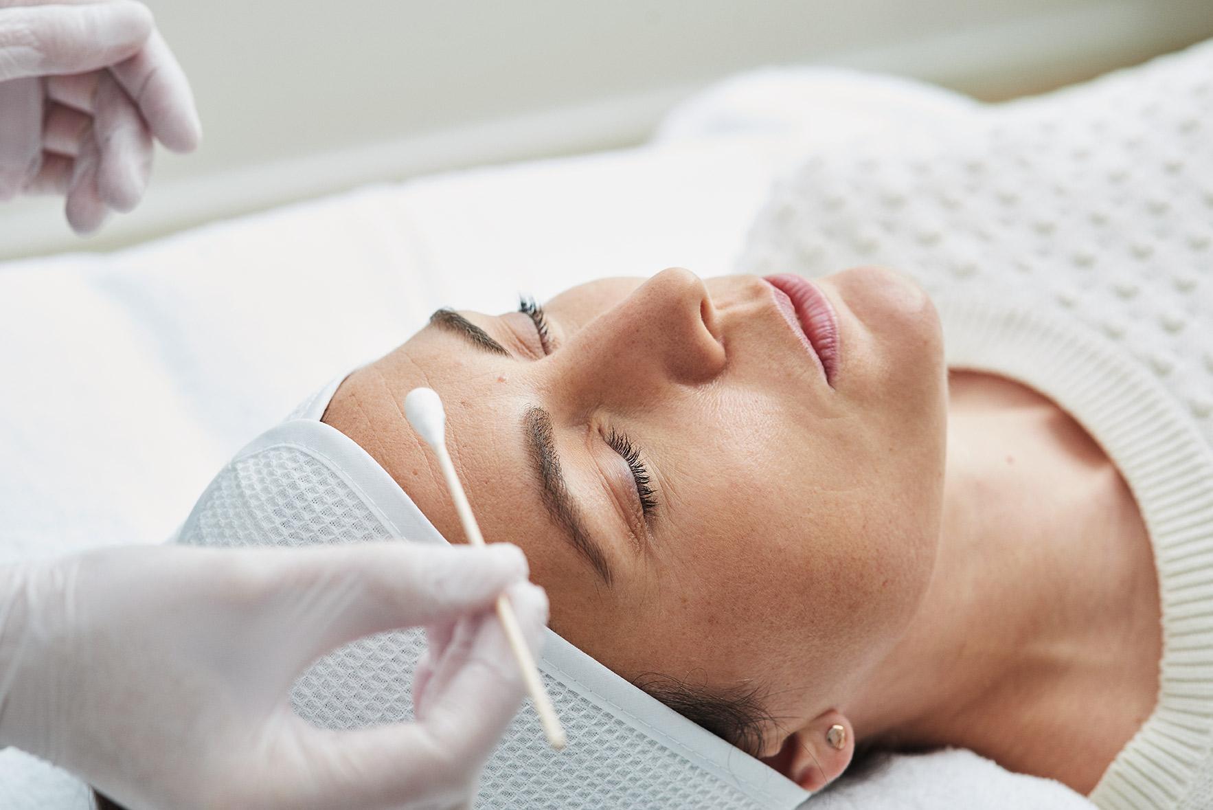 Kosmetologin dermatologiset kuorinnat